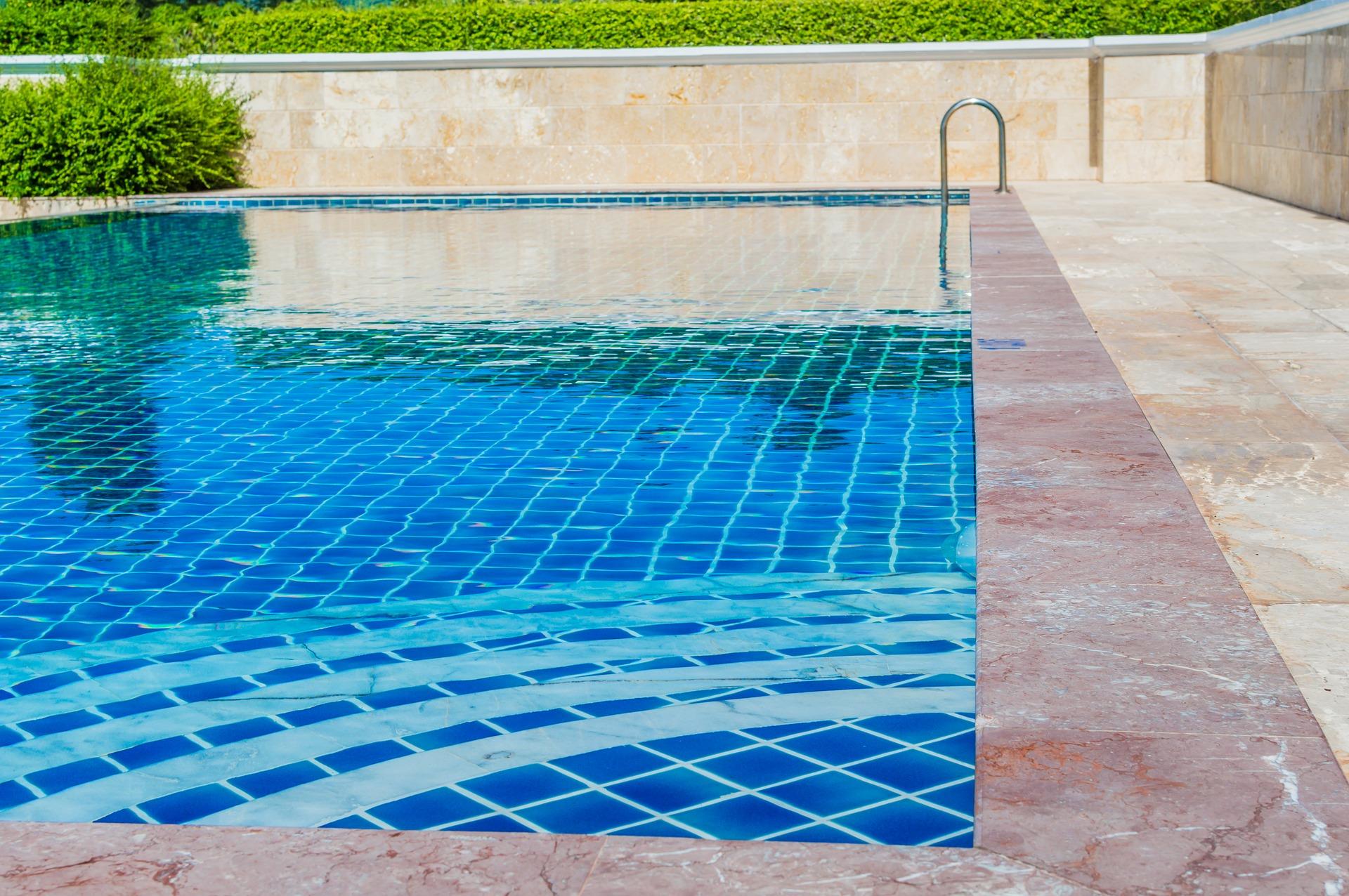 como mantener limpia piscina